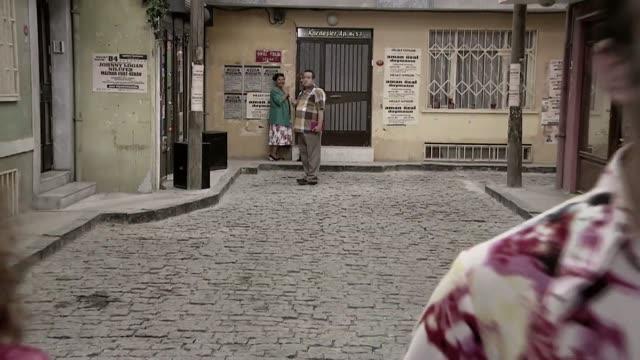 SEKSENLER / FERDİ ÖZBEĞEN - MUTLULUKLAR DİLERİM